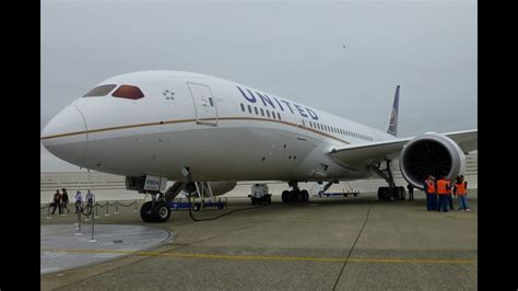 United Airlines Boeing 787 Dreamliner Tour - YouTube