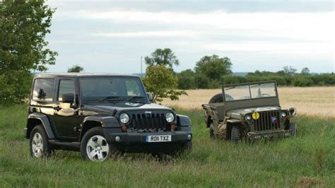 The Land Rover Defender vs the Jeep: both get a high-tech